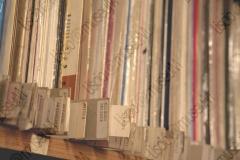 FAENZA, RAVENNA. ABITAZIONE DI FRANCESCO LEGA, COLLEZIONISTA DI DISCHI, MUSICASSETTE, LP, 45 GIRI, CD CHE RIGUARDANO MUSICISTI ROMAGNOLI. FOTOGRAFIE REALIZZATE NELL'AMBITO DELLA CAMPAGNA FOTOGRAFICA LISCIO@MUSEUM 2008, MUSEO DELLA MUSICA E DEL BALLO TRADIZIONALI ROMAGNOLI. FOLK