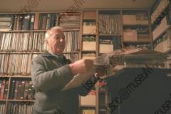 FAENZA, RAVENNA. ABITAZIONE DI FRANCESCO LEGA, COLLEZIONISTA DI DISCHI, MUSICASSETTE, LP, CD CHE RIGUARDANO MUSICISTI ROMAGNOLI. FOTOGRAFIE REALIZZATE NELL'AMBITO DELLA CAMPAGNA FOTOGRAFICA LISCIO@MUSEUM 2008, MUSEO DELLA MUSICA E DEL BALLO TRADIZIONALI ROMAGNOLI. FOLK