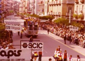 L'Orchestra Casadei al Giro d'Italia sul carro-barca